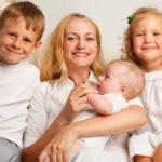 Какие субсидии и льготы положены многодетным семьям и как их получить