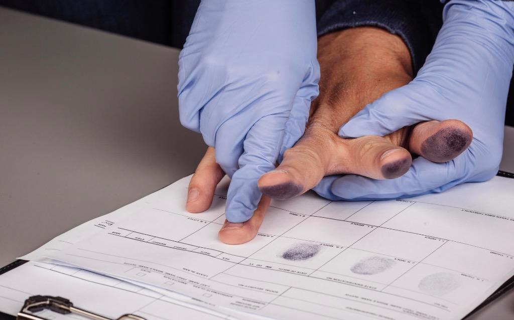 Обязательная дактилоскопия иностранных граждан